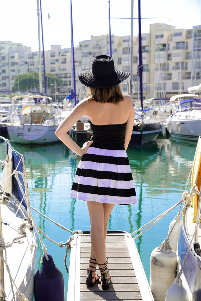 jupe rayée noire et blanche